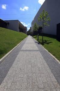 Obrzeze chodnikowe szary gladki Prostokat szary grafitowy plukany 1